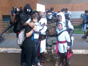 Família Assassin's Creed feliz.